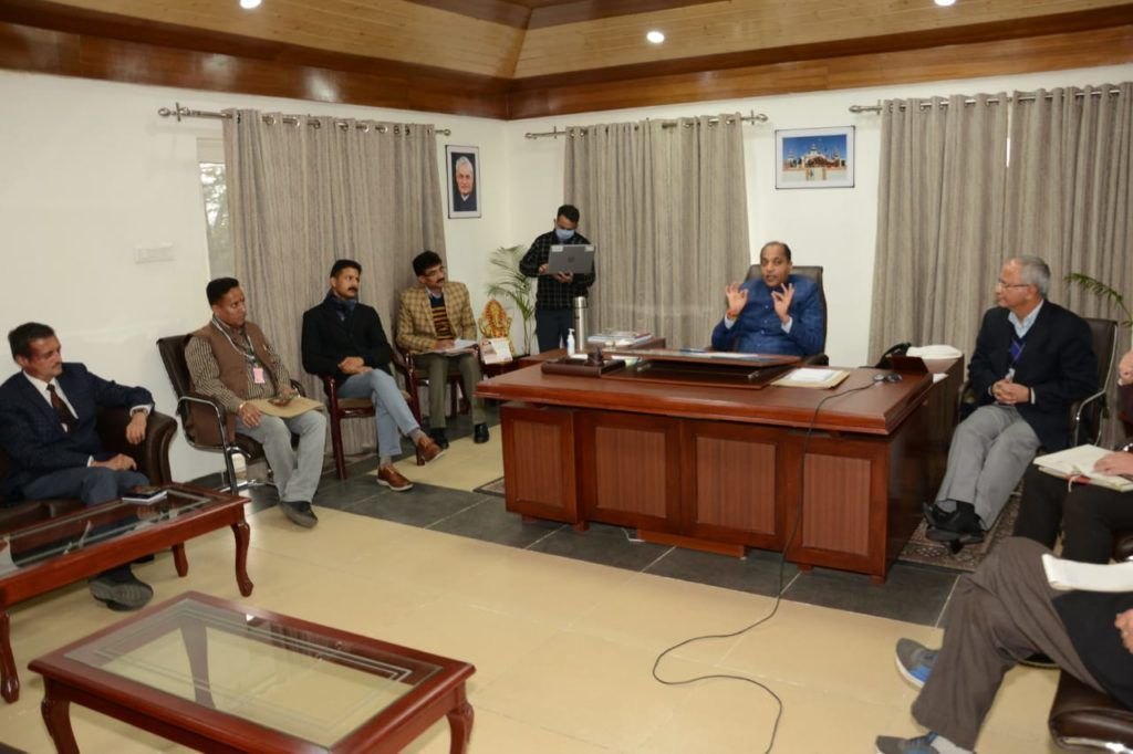 जयराम राज में अब 'शराब' भी आवश्यक वस्तु, कर्फ्यू में दवा के साथ होगी उपलब्ध