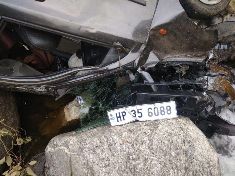 रामपुर बुशहर के पांडाधार में आल्टो कार दुर्घटनाग्रस्त 2 की मौत 1 घायल