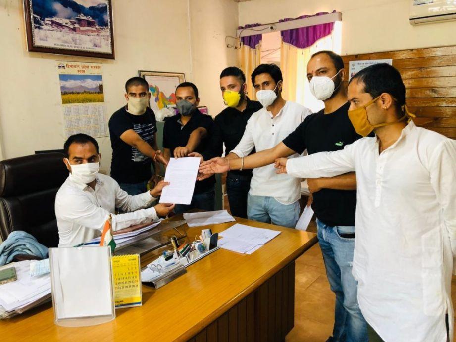 स्वास्थ्य विभाग घोटाले में युवा कांग्रेस रामपुर बुशहर ने मांगी CBI जांच, SDM को सौंपा ज्ञापन