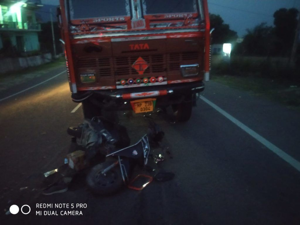 घुमारवीं में ट्रक व स्कूटी की टक्कर में एक युवक की मौत