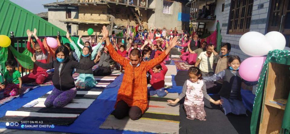 आदर्श युवा मंडल गाड़ ने मनाया योग दिवस,  कई कार्यक्रम आयोजित