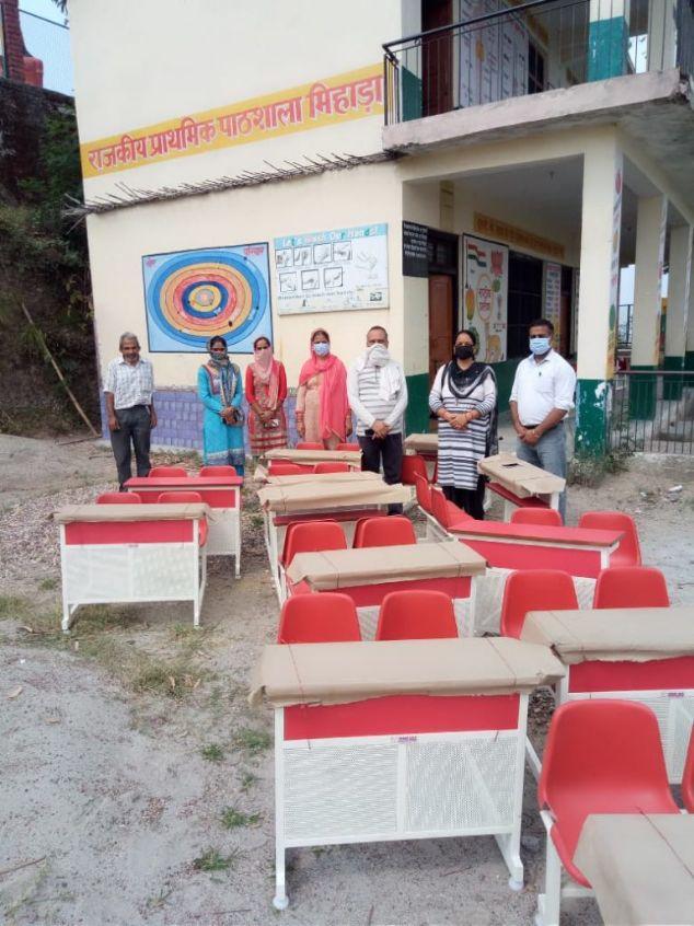 भाखड़ा ब्यास मैनेजमेंट की तरफ से मिहाड़ा स्कूल को उपलब्ध करवाए 15 डैस्क