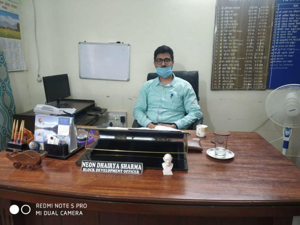 नियॉन धैर्य शर्मा ने सम्भाला BDO बंजार का कार्यभार, विकास कार्यो को गति देना प्राथमिकता