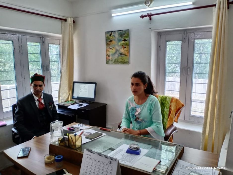सबसे छोटी उम्र की रीना ठाकुर ने संभाला सैंज में रेंज ऑफिसर का कार्यभार