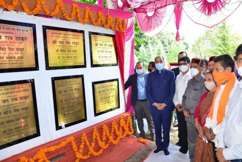 सीएम ने मनाली क्षेत्र के लिए 64 करोड़ की विकास परियोजनाएं की समर्पित