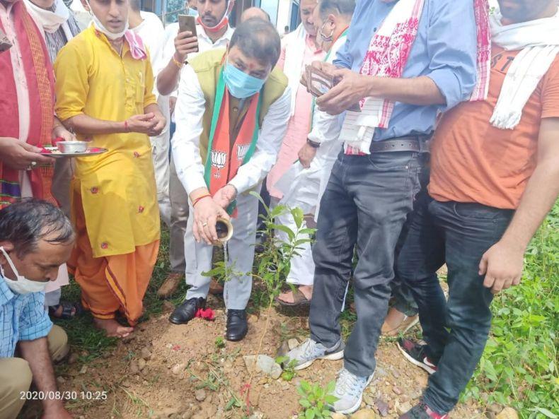 """हिमाचल भाजपा अध्यक्ष ने देहरा में वृक्षारोपण कर किया """"प्रकृति वंदन"""""""