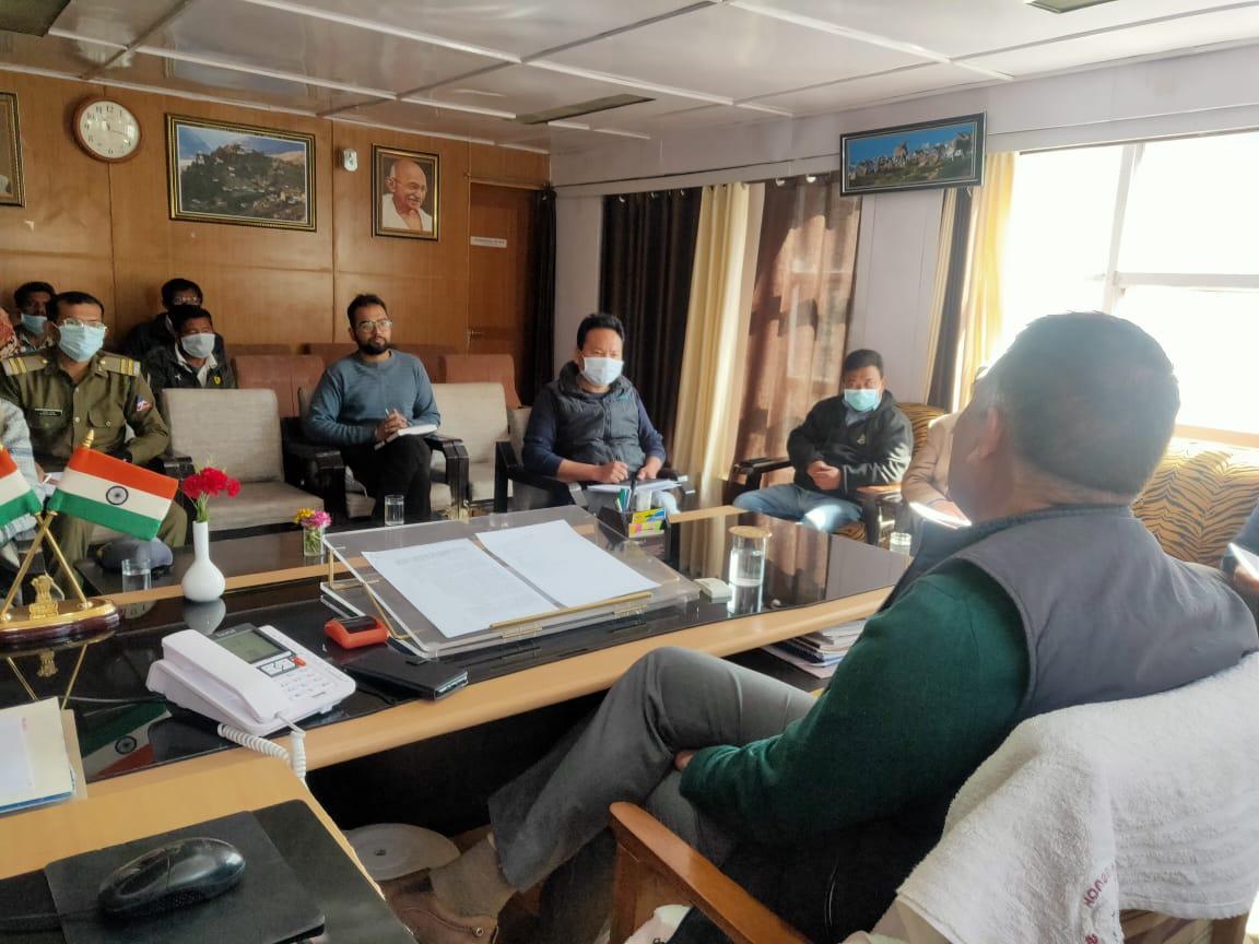बर्फबारी के मद्देनजर लाहौल स्पीति के विभिन्न क्षेत्रों में खाद्य वस्तुओं का भंडारण करें, लोगों को न हो असुविधा- ADM