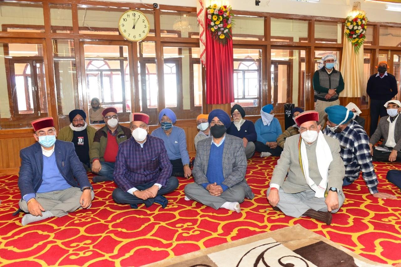 मुख्यमंत्री ने श्री गुरू नानक देव जी के प्रकाश पर्व पर गुरूद्वारा साहिब शिमला में नवाया शीश