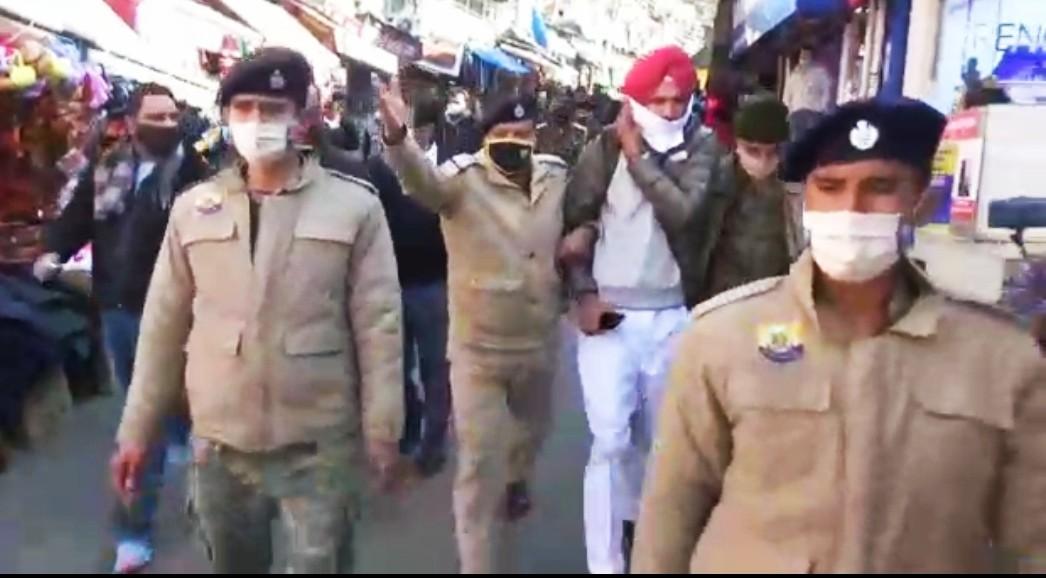 ब्रेकिंग- किसान आंदोलन के लिए लोगों का समर्थन लेने पहुचे सिंधु बॉर्डर के 3 किसानों को शिमला पुलिस ने किया गिरफ्तार, खिंचते हुए पहुंचाए थाने