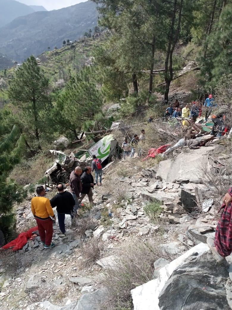 चंबा के तीसा में निज़ी बस हादसा- 7 की मौत 10 घायल राहत बचाव कार्य जारी