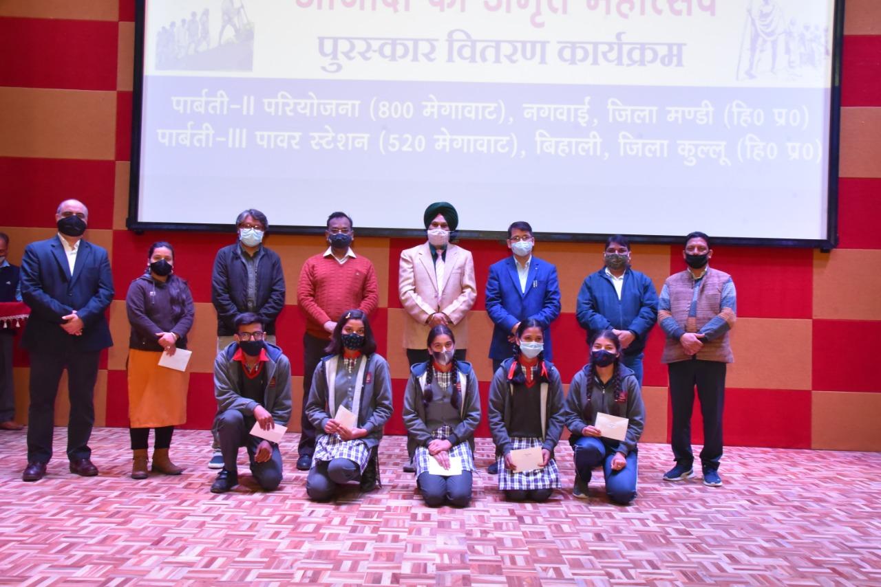 पार्बती-III पावर स्टेशन ने छात्रों को वितरित की 5,28,000 रुपये की छात्रवृतियाँ