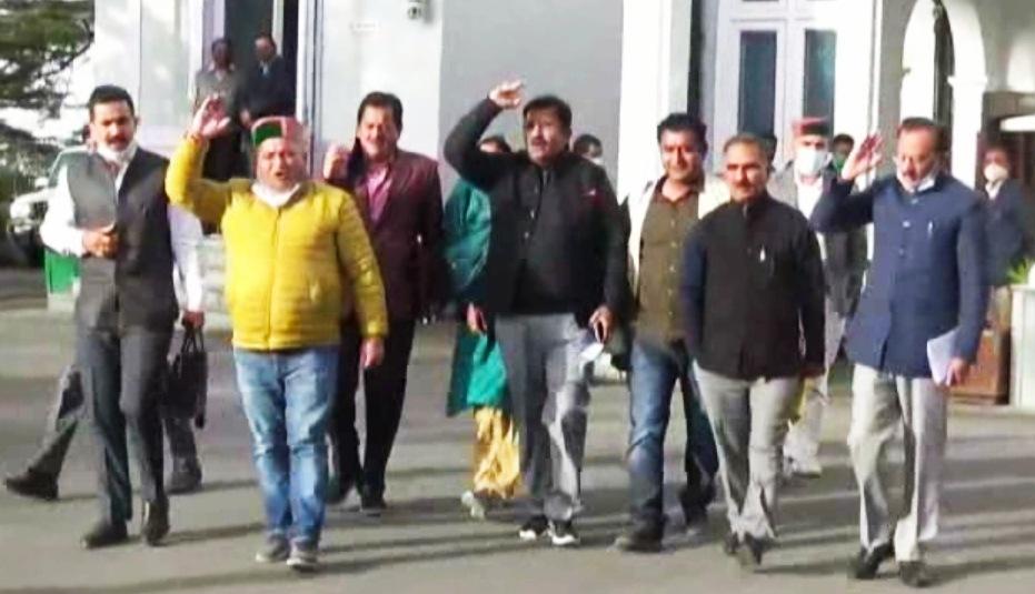 हिमाचल विधानसभा- बजट पर चर्चा के बाद CM के जबाब से नाख़ुश विपक्ष का वाकआउट, कर्ज़ की वैसाखियों से चल रही सरकार