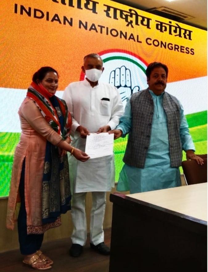 कांग्रेस में शामिल हुई सिरमौर की भाजपा नेत्री दयाल प्यारी, बोली- हमेशा तुष्टीकरण की राजनीति करती है भाजपा