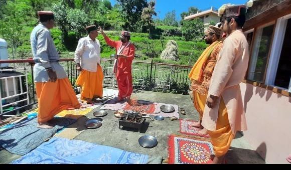 वशिष्ठ ज्योतिष सदन के अध्यक्ष पंडित शशि पाल डोगरा ने किया भगवान परशुराम जी की जयंती पर शांति के लिए यज्ञ