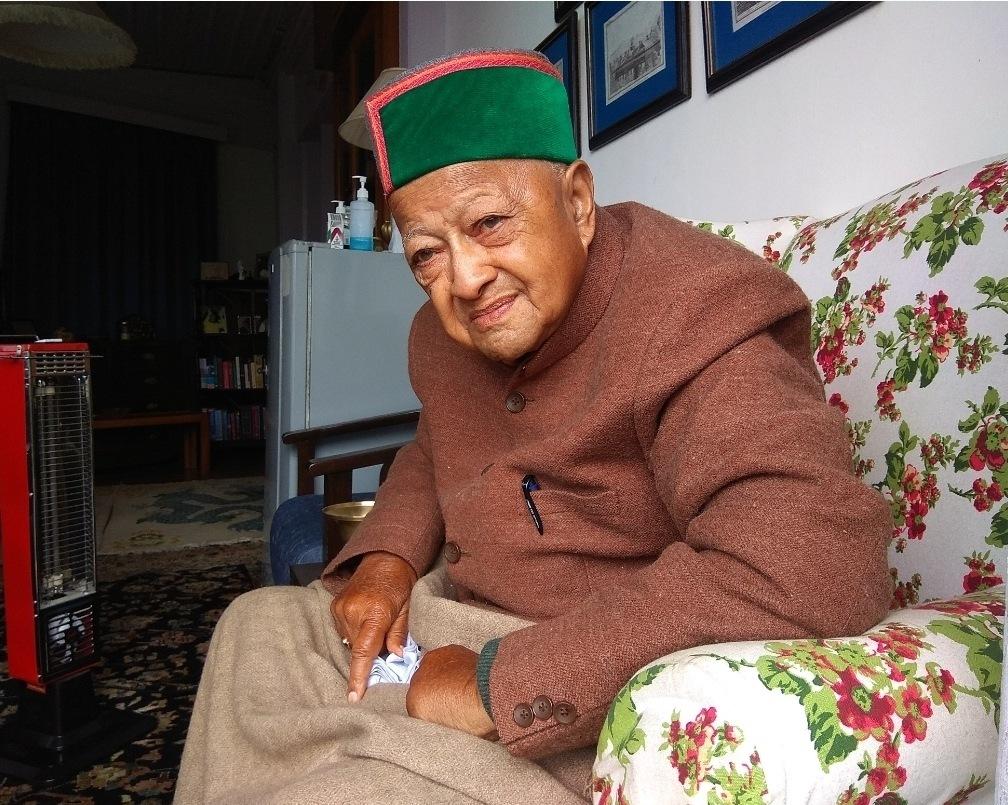 वीरभद्र सिंह फिर से कोरोना पॉजिटिव, IGMC में हैं डेढ़ माह से उपचाराधीन