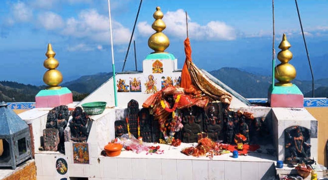 मां के दरबार में  'No Entry' मंडी के 'शिकारी देवी' की पहाडियों पर लोगों का प्रवेश बंद, प्रशासन ने लगाया बैरियर