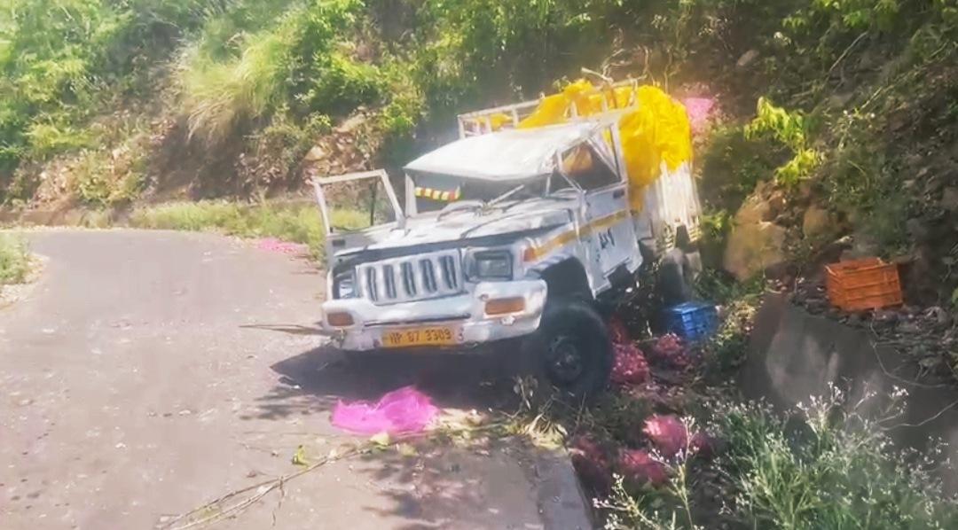 स्वारघाट कुंडलू के पास पिक अप खाई में गिरी, एक व्यक्ति की मौत एक घायल