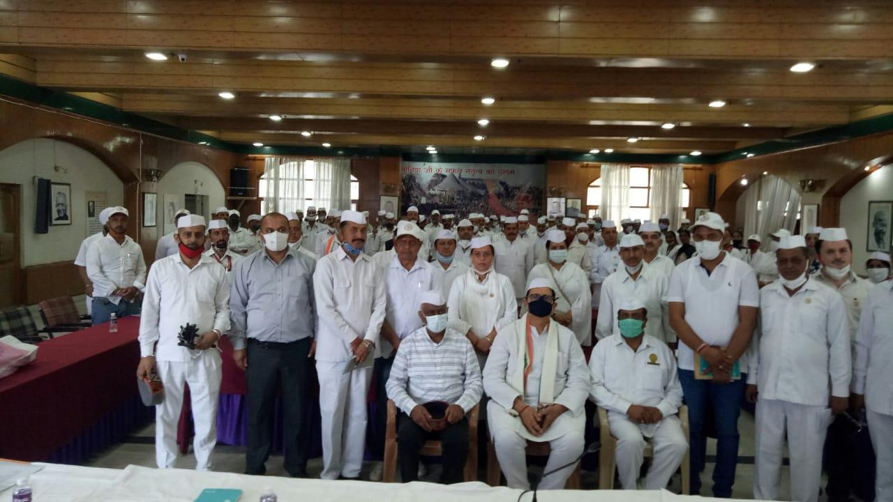 हिमाचल कांग्रेस सेवादल को भारत में संगठन निर्माण के लिए मिला पहला स्थान, केन्द्र व प्रदेश सरकार की कुनीतियों से आम जनता को करवाएं अवगत- लालजी देसाई