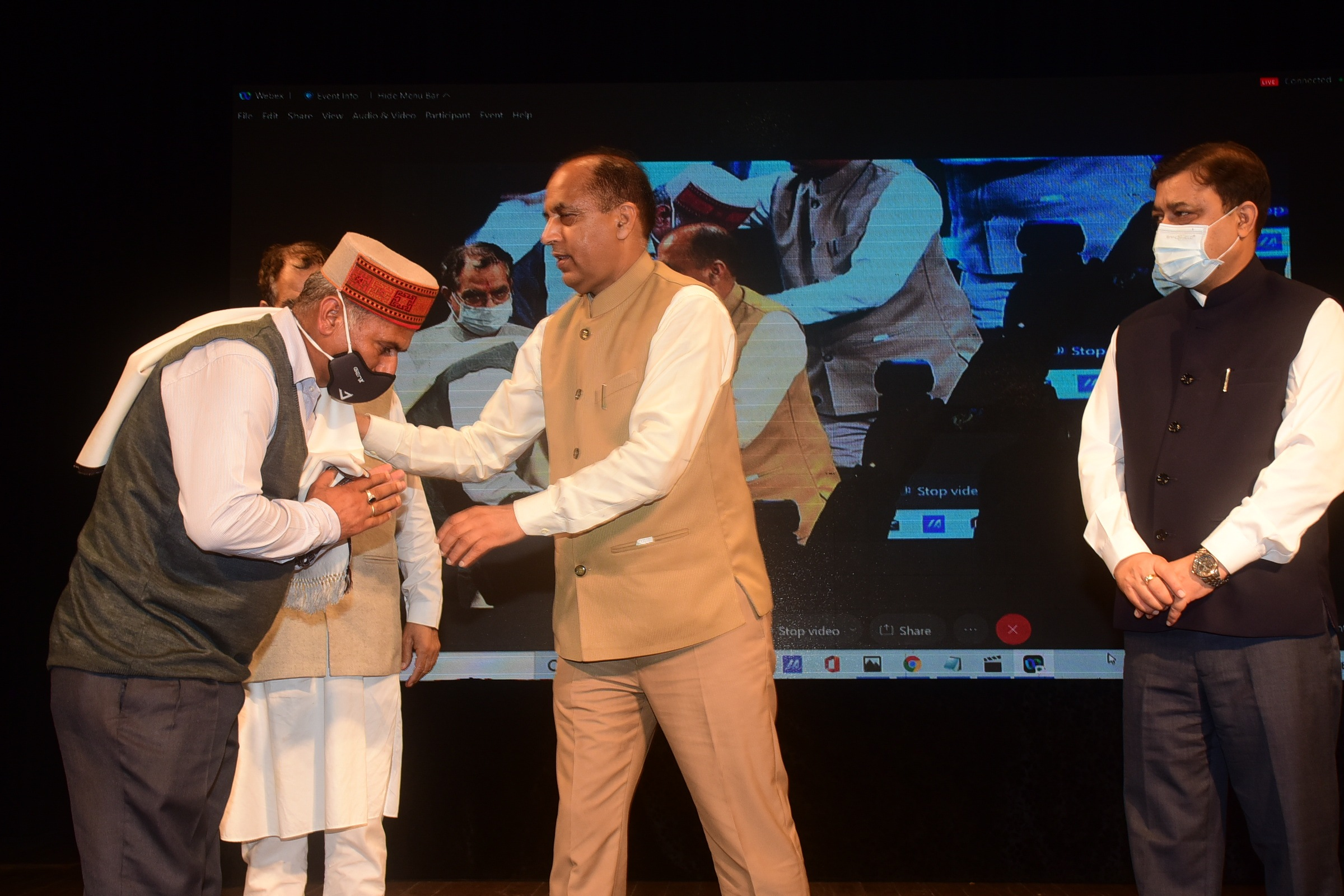 """कारगिल की चोटियों पर लिखी """"विजय गाथा"""" हमारी पीढ़ियों को करेगी प्रेरित, शिमला में शहीदों को दी गई श्रद्धांजलि"""
