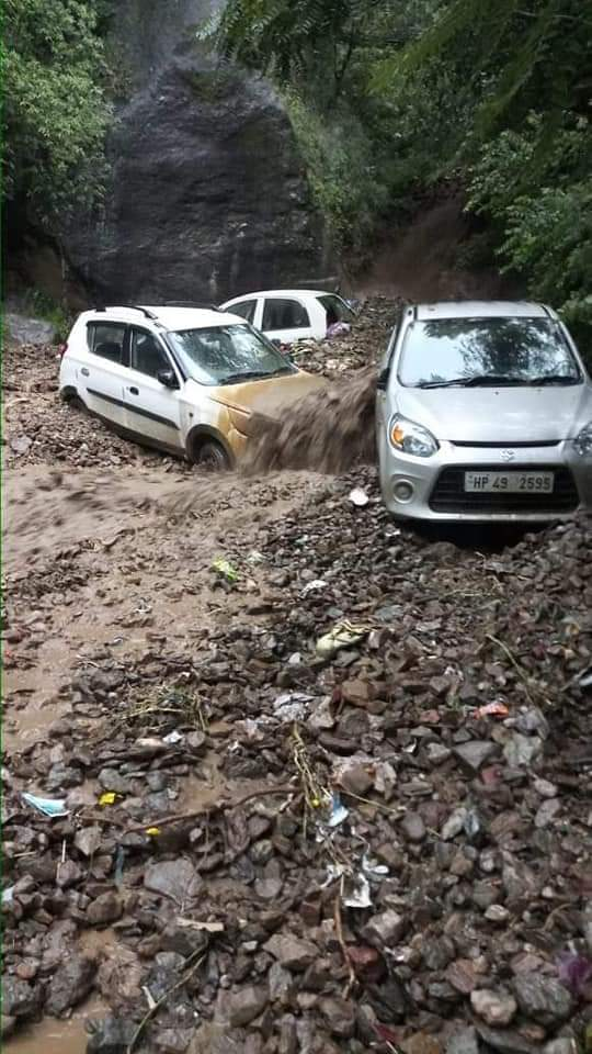 लाहौल स्पीति में कुदरत का कहर, नदी नाले उफान पर- तोजिंग नाले में बाढ़ में बहे 10 लोग लापता, 7 के शव बरामद