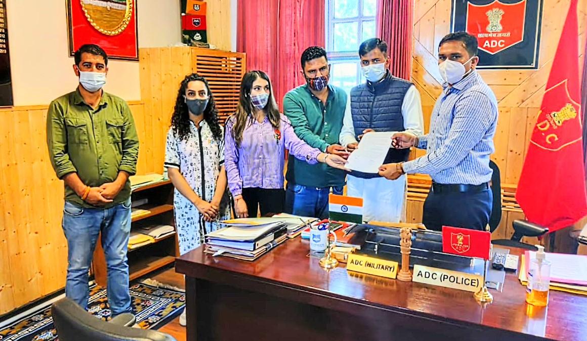 हिमाचल में कॉलेज परीक्षाओं को किया जाए स्थगित, NSUI व युवा कांग्रेस ने राज्यपाल को सौंपा ज्ञापन