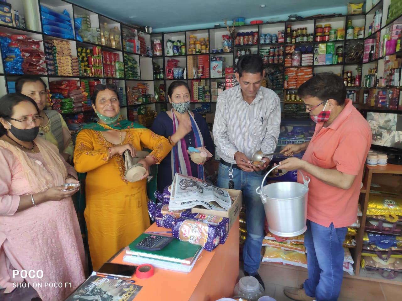 निरमण्ड में SDM कार्यालय को कैबिनेट से मंजूरी के बाद भाजपा में ख़ुशी का माहौल, घी का हलवा बांट मनाई ख़ुशी