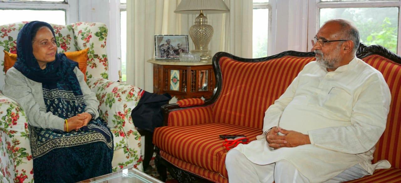 BJP प्रभारी अविनाश राय खन्ना ने स्व राजा वीरभद्र सिंह के घर पहुंचकर परिवार से जताई संवेदनाएं