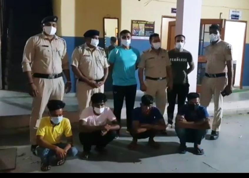 बद्दी पुलिस ने देसी कट्टे के दम पर लूटपाट करने वाली गैंग के 4 आरोपी धरे, देसी कट्टा व एक जिंदा कारतूस भी किया बरामद