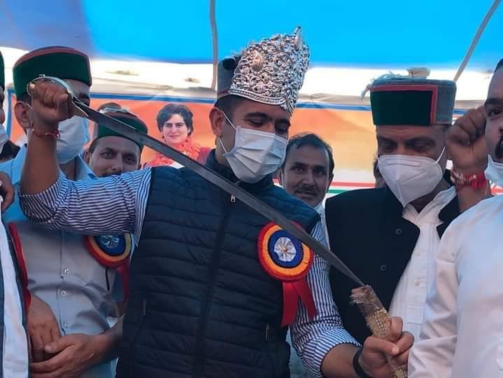 """जयराम जी बने हैं """"नाटी king"""" पर बागवानों की समस्याओं पर ध्यान नहीं देते, बागवानी व स्वास्थ्य मंत्री बने हैं """"नारद मुनि""""- विक्रमादित्य"""