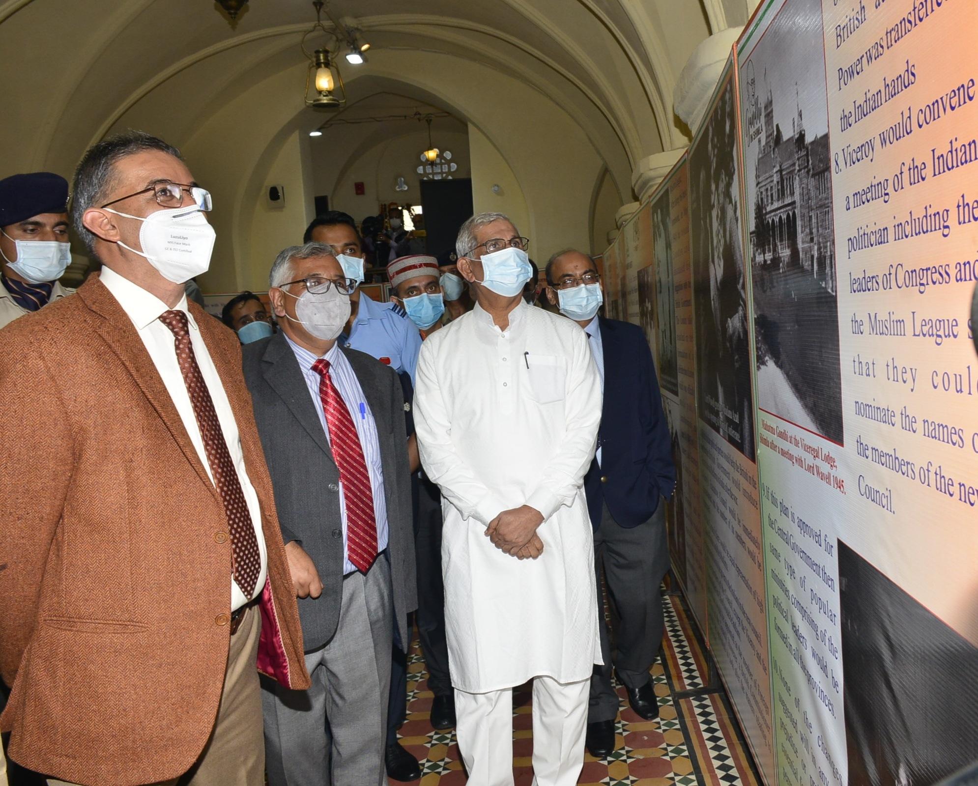 राज्यपाल ने महात्मा गांधी के आदर्शों को अपनाने का आग्रह किया, गांधी इन शिमला पुस्तक का विमोचन और प्रदर्शनी का शुभारम्भ किया