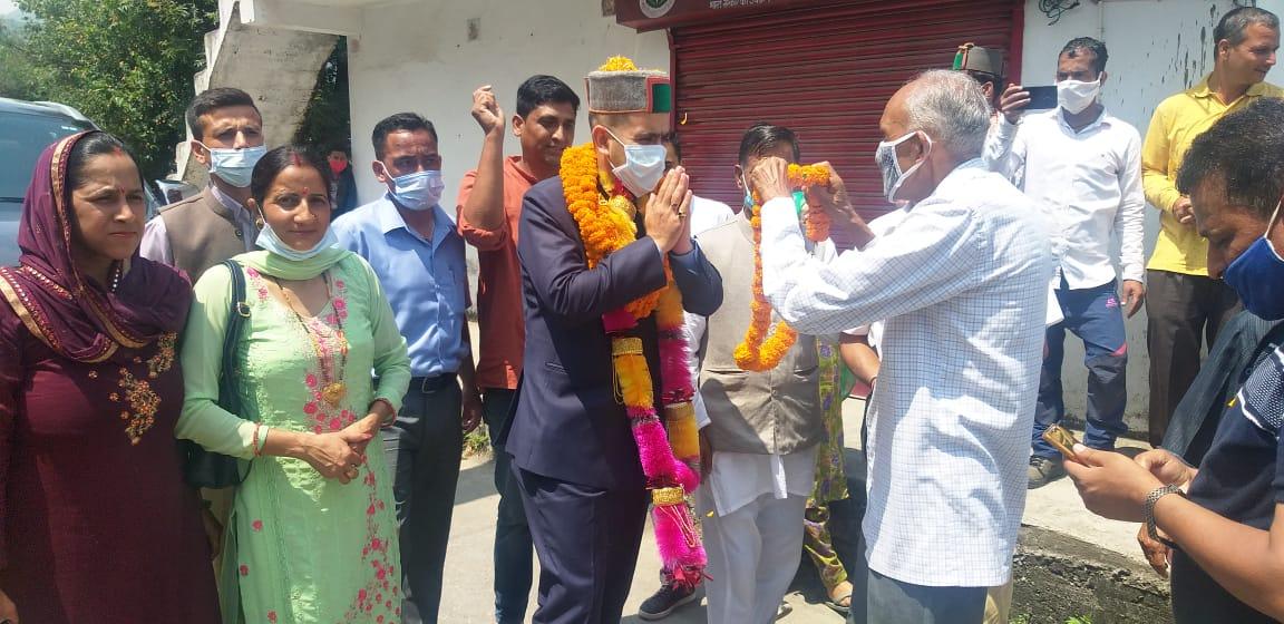 विक्रमादित्य सिंह ने शिमला ग्रामीण के चनावग में किया पौधरोपण, विभिन्न योजनाओं के लिए 10 लाख रुपये दिए