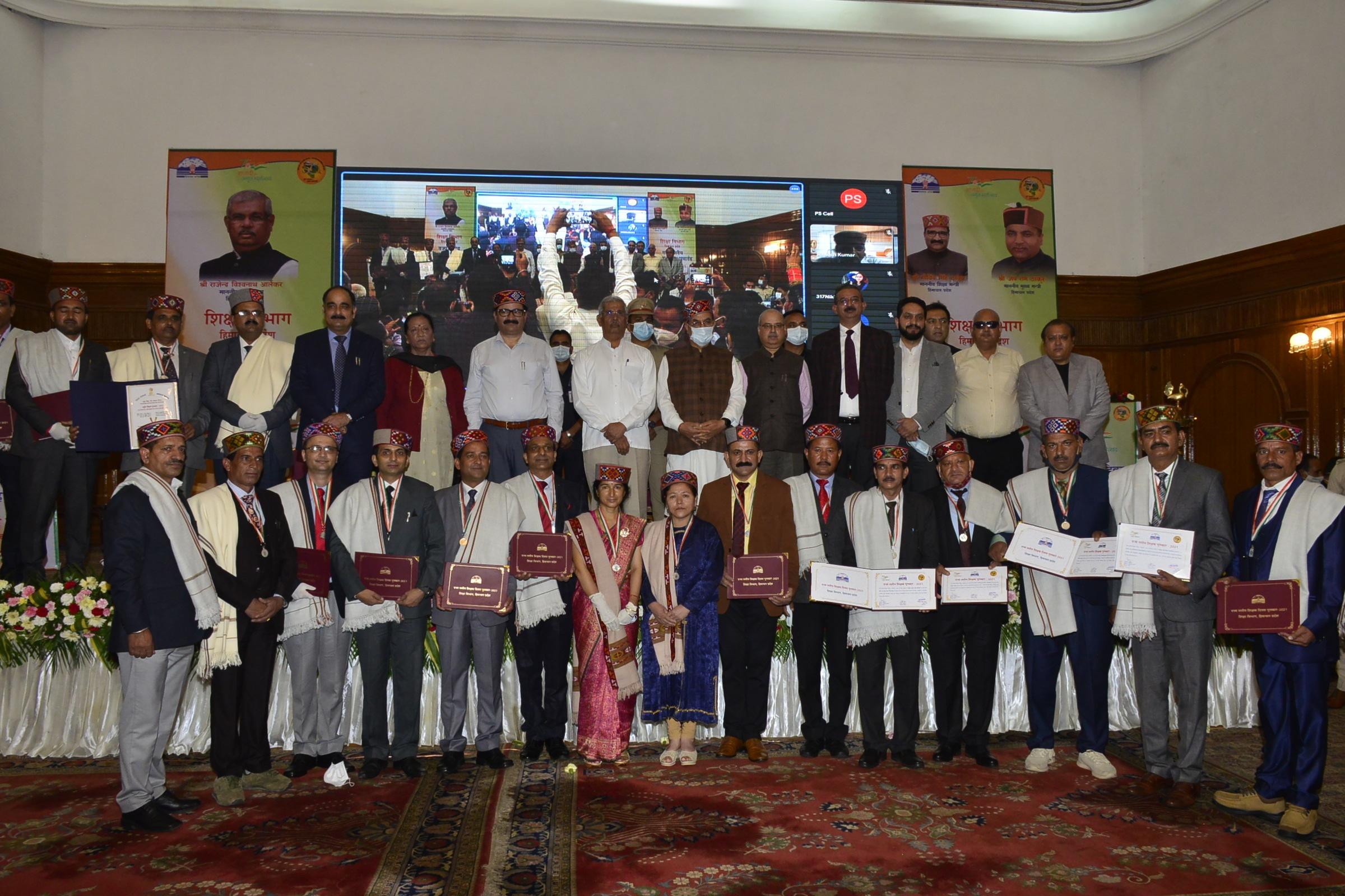 राज्यपाल आर्लेकर ने शिक्षक दिवस पर किया हिमाचल के 18 शिक्षकों को सम्मानित