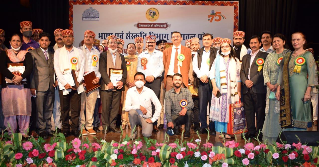 हिंदी दिवस-शिक्षा मंत्री ने राजभाषा पुरस्कार से नवाजे सुरेन्द्र ठाकुर सहित कई अधिकारी कर्मचारी