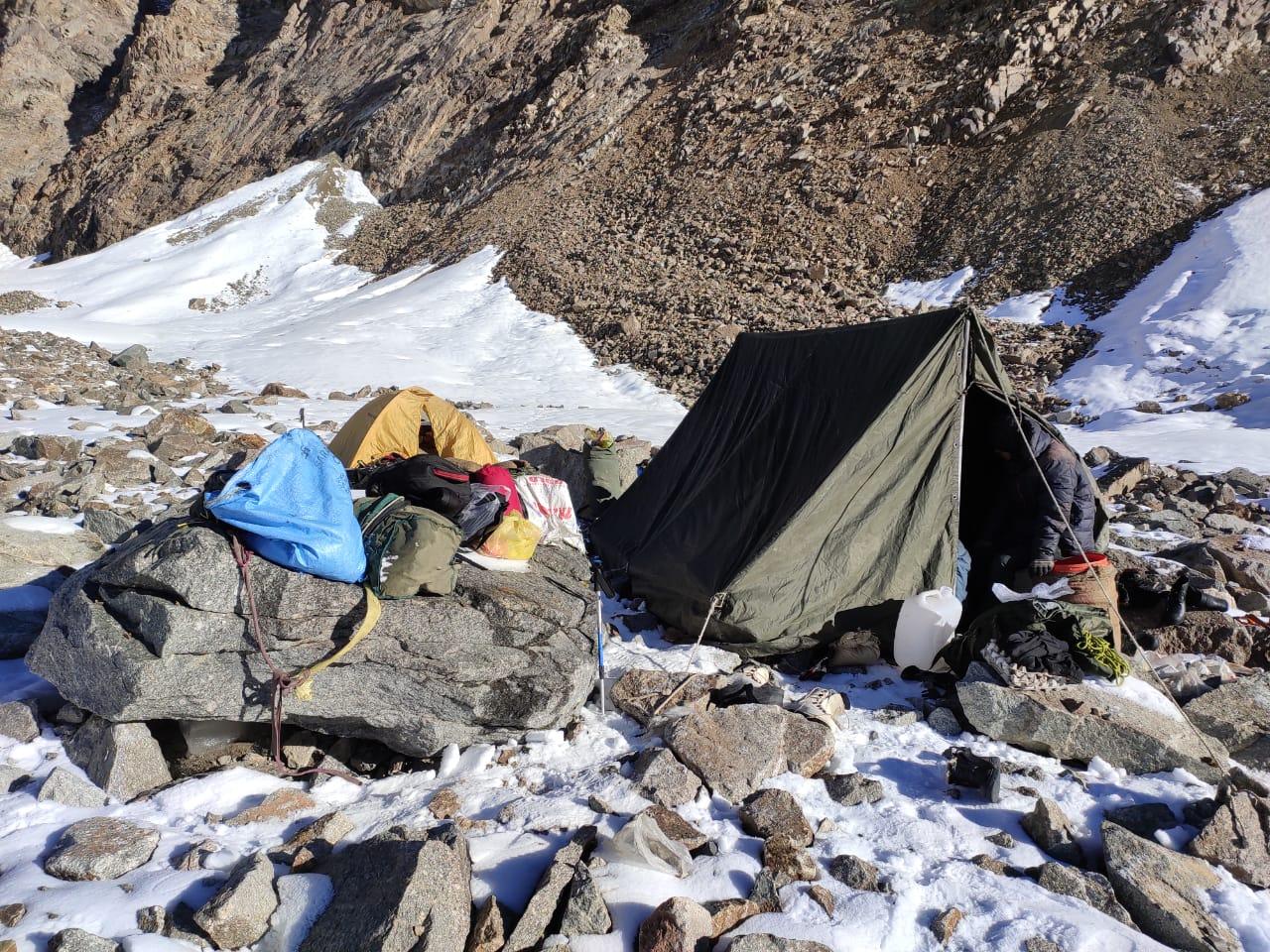 खंमीगर ग्लेशियर में फंसे 14 पर्वतारोही रेस्कयू दल को 'काह' गांव में मिले, सभी सुरक्षित- दो शवों को लाने की कार्रवाई जारी