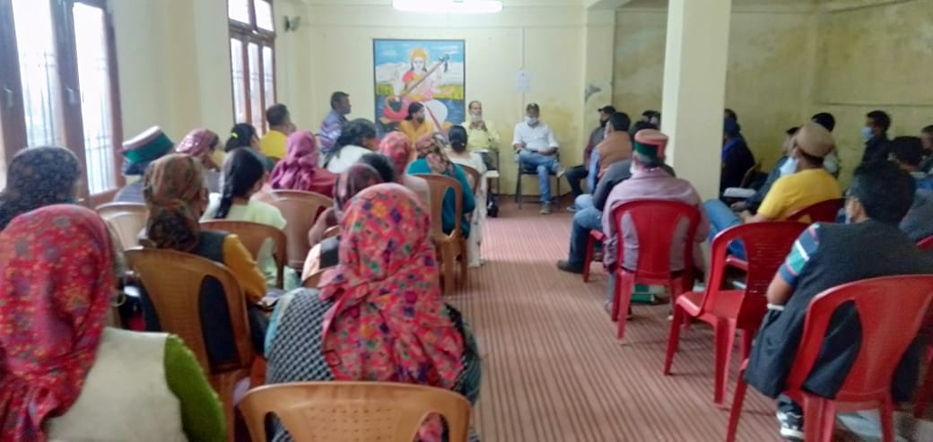 रामपुर बुशहर खंड कार्यालय द्वारा पंचायत प्रतिनिधियों को किया जा रहा शेल्फ व योजनाओं को लेकर जागरूक