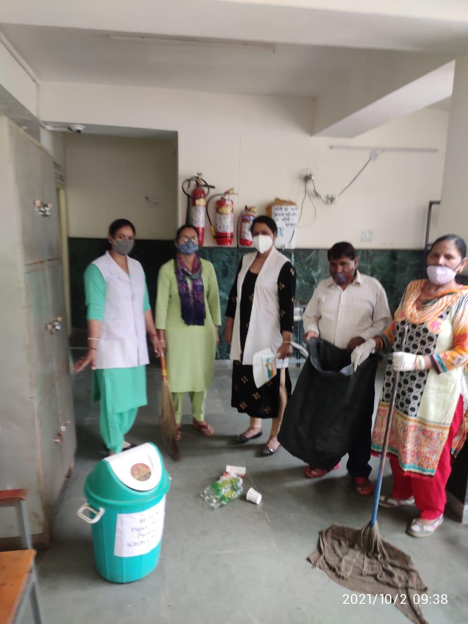 गांधी जयंती पर रामपुर बुशहर के 20 आयुर्वेदिक स्वास्थ्य केंद्रों में चला सफाई अभियान