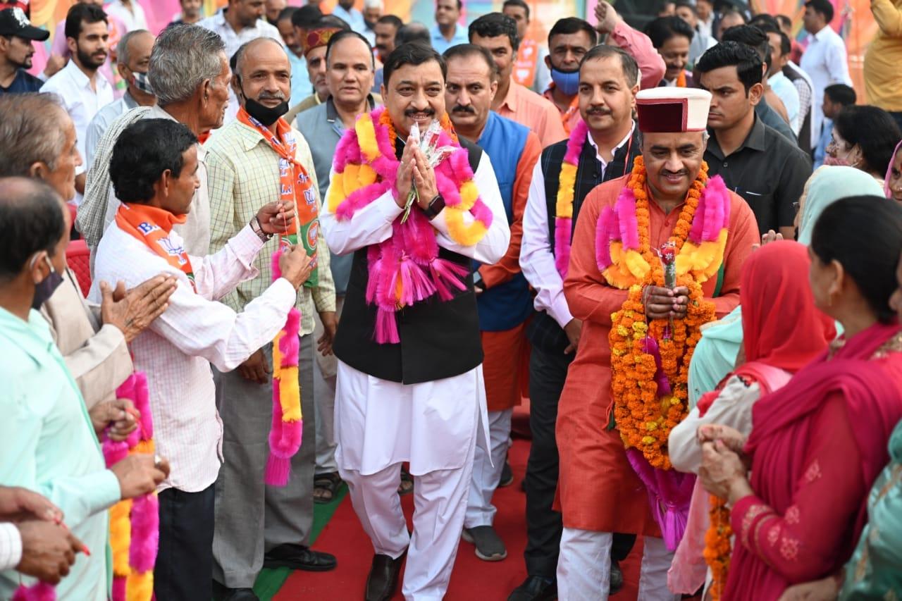 BJP अध्यक्ष सुरेश कश्यप बोले- विकास के लिए अपना MLA होना ज़रूरी, जयराम सरकार है स्वर्ण सरकार