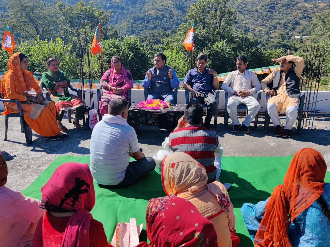 वीरभद्र सिंह भी नहीं करवा पाए अर्की का विकास, अब भाजपा को मिल रहा जनता का पूर्ण समर्थन- कंवर