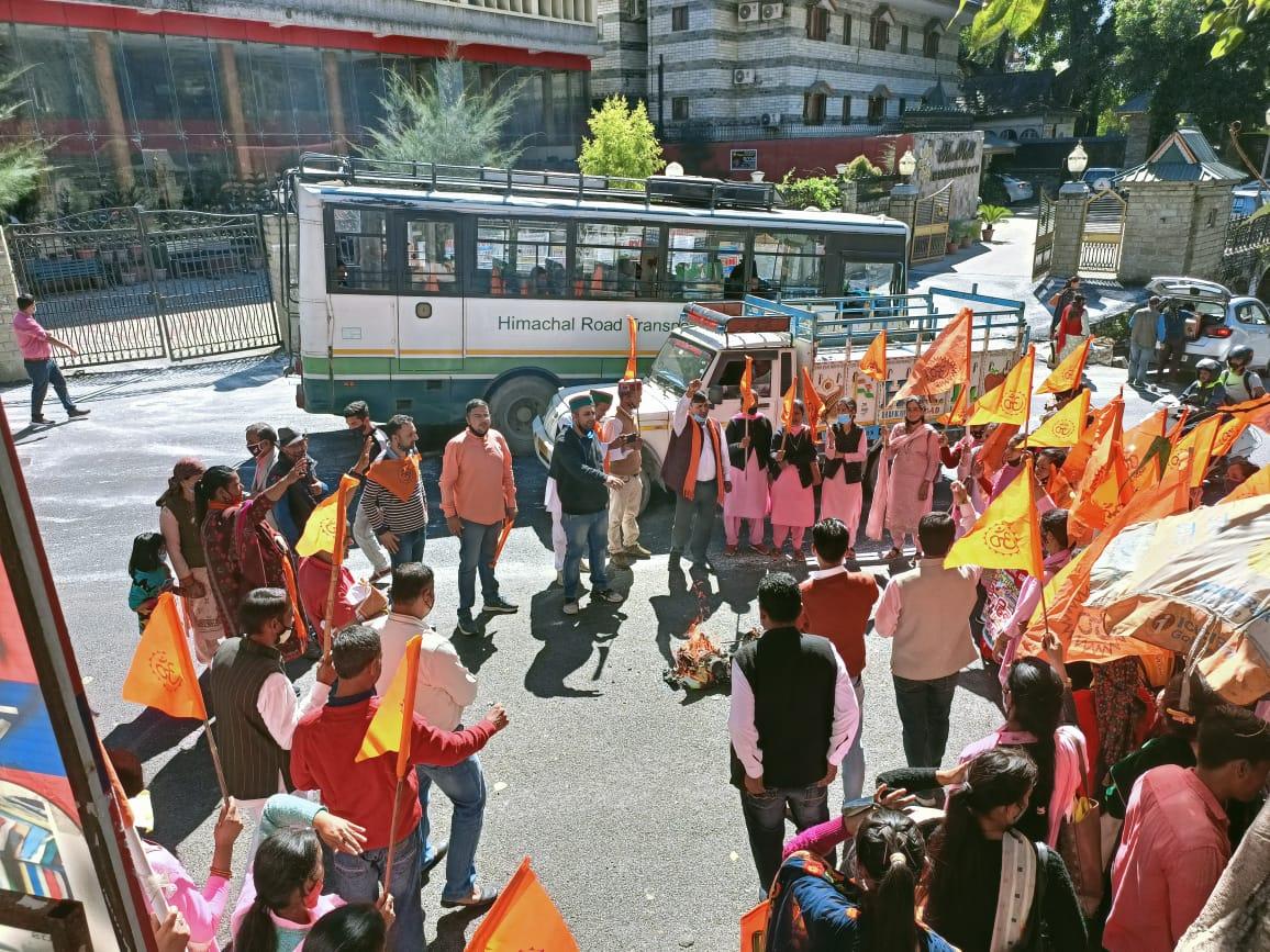 VHP रामपुर बुशहर द्वारा बांग्लादेश में हिंदुओं पर हो रहे अत्याचार के खिलाफ निकलीआक्रोश रैली, राष्ट्रपति को भेजा ज्ञापन