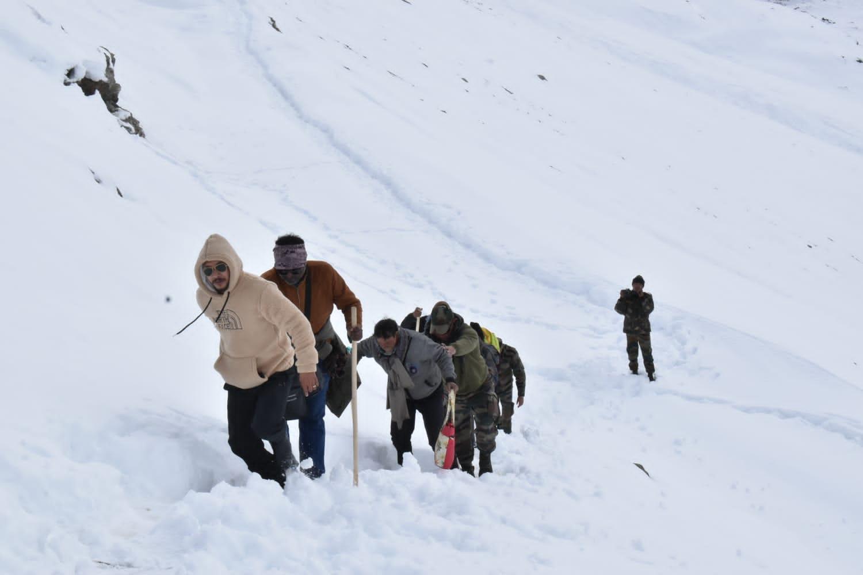 लाहुल स्पिति के बातल में फंसे 59 पर्यटकों का रेस्क्यू पूरा, अपने गंतव्य को भेजा, युवाओं और महिलाओं ने निभाई सराहनीय भूमिका- महेंद्र प्रताप सिंह