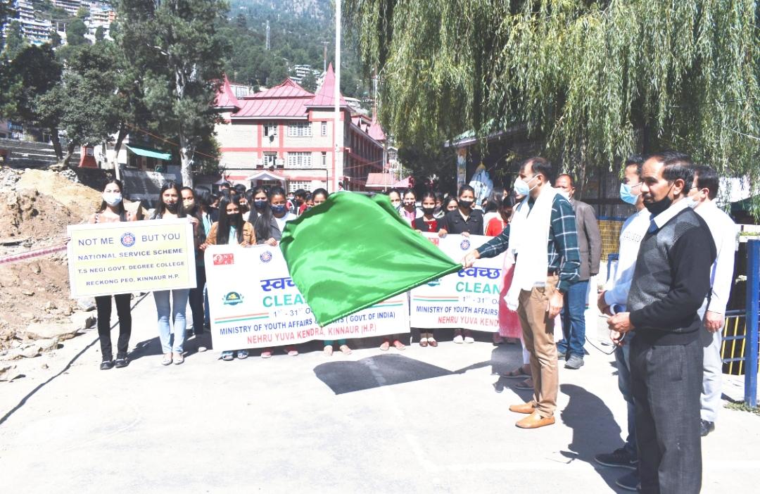 NYK के क्लीन इंडिया-सेफ इंडिया अभियान के तहत प्रभात फेरी को DC किन्नौर आबिद हुसैन सादिक ने किया हरी झंडी दिखाकर रवाना
