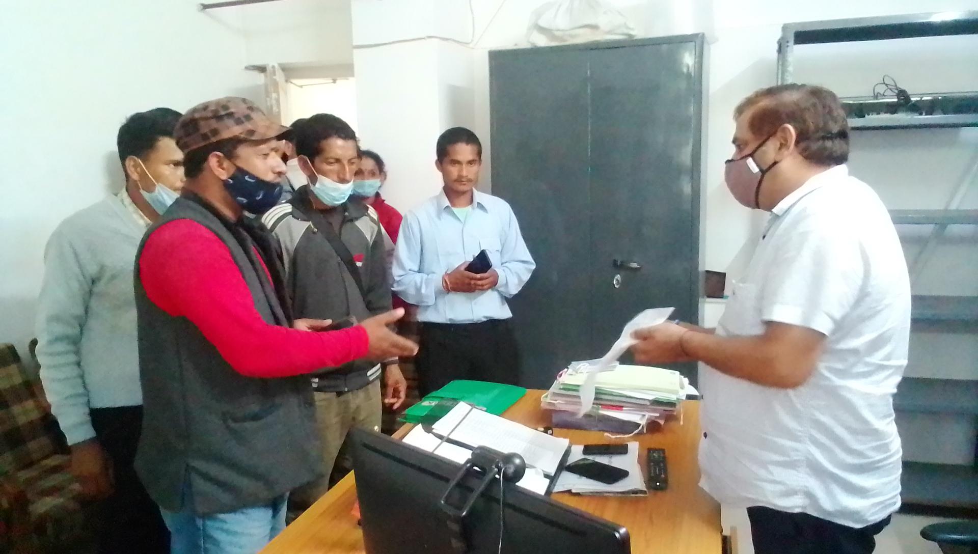 आनी के शिगान में बागवान ने नेपाली मजदूर के पैर तोड़े, सीटू ने SDM को लिखित शिकायत कर FIR दर्ज कर उठाई कार्रवाई की मांग